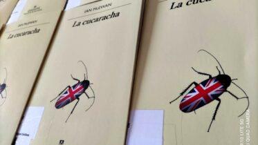 "Club de Lectura 'A propósito de un libro' comparte ""La cucaracha"" de Ian McEwan"